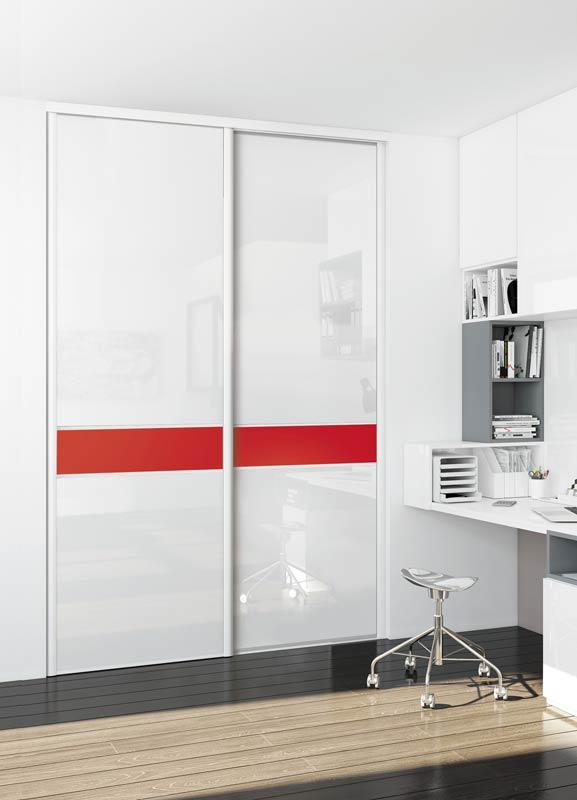 Portes de placard coulissantes vitre laquée blanche et ruban rouge